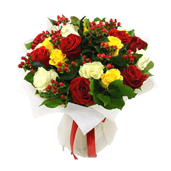 Bouquet of roses and giperikum