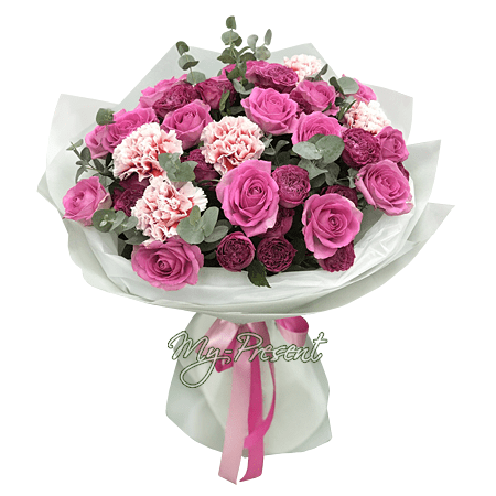 Bouquet of roses and carnations
