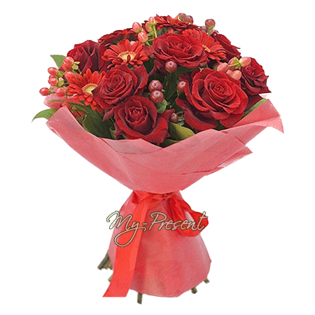 Bouquet of roses, gerberas and giperikum